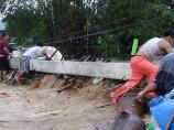 Clearing Debris from Sta Rita Bridge (source Tayo ang Batang Gapo)
