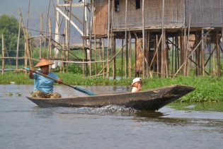 Going for a Paddle (Inle Lake)