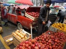 pomegranate-vendor