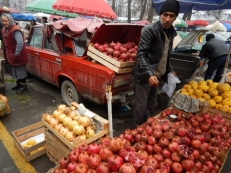 pomegranate-vendor