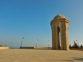 sehidler-xiyabani-memorial